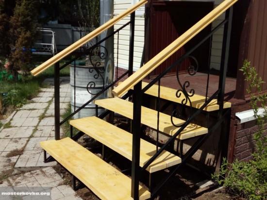 Приставная металлическая лестница к входу. СНТ Темп п.Губино.