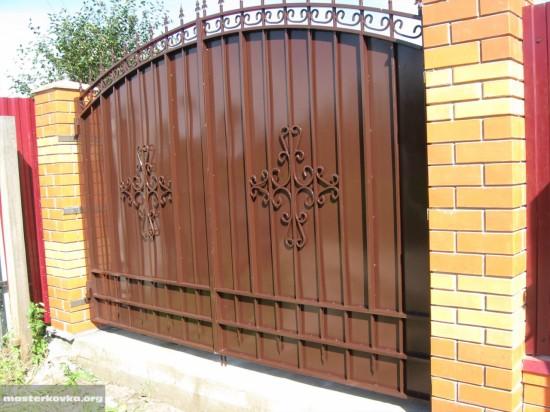 Ворота  д. Старская.