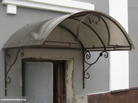 Козырек над входом. Орехово - Зуево.