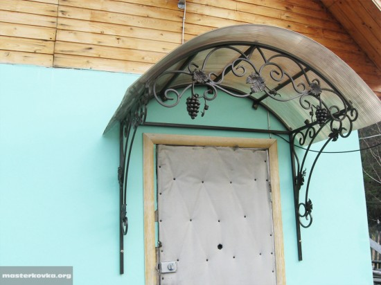 Козырек над входом. Орехово - Зуево