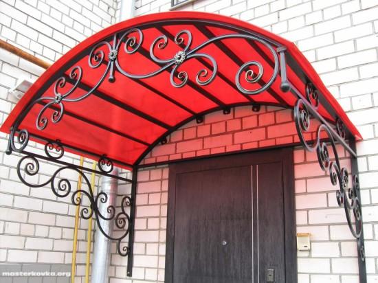 Козырек над входом в салон красоты. г. Ликино-Дулево