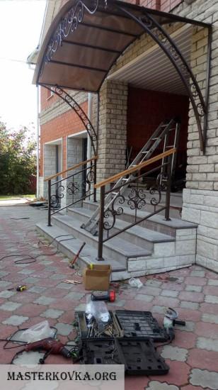 Козырек над входом и перила д. Ионово