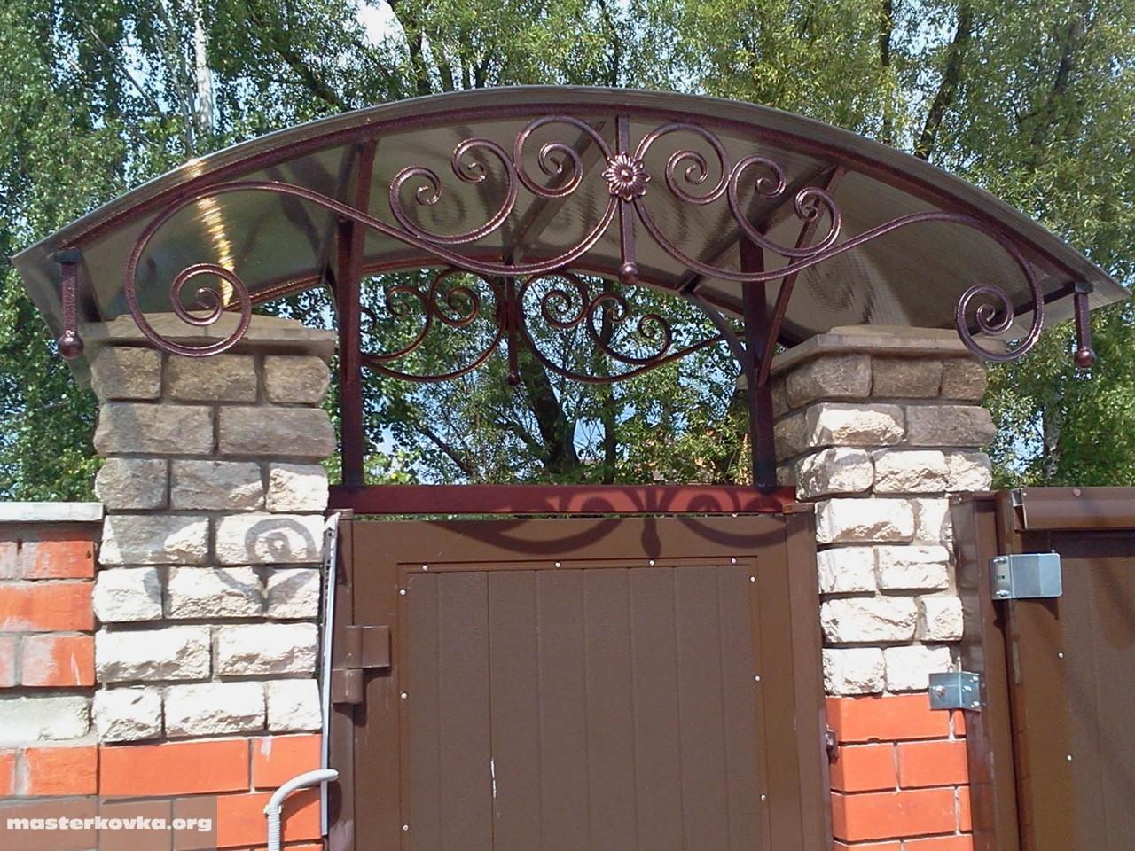 Крыша над воротами своими руками 60